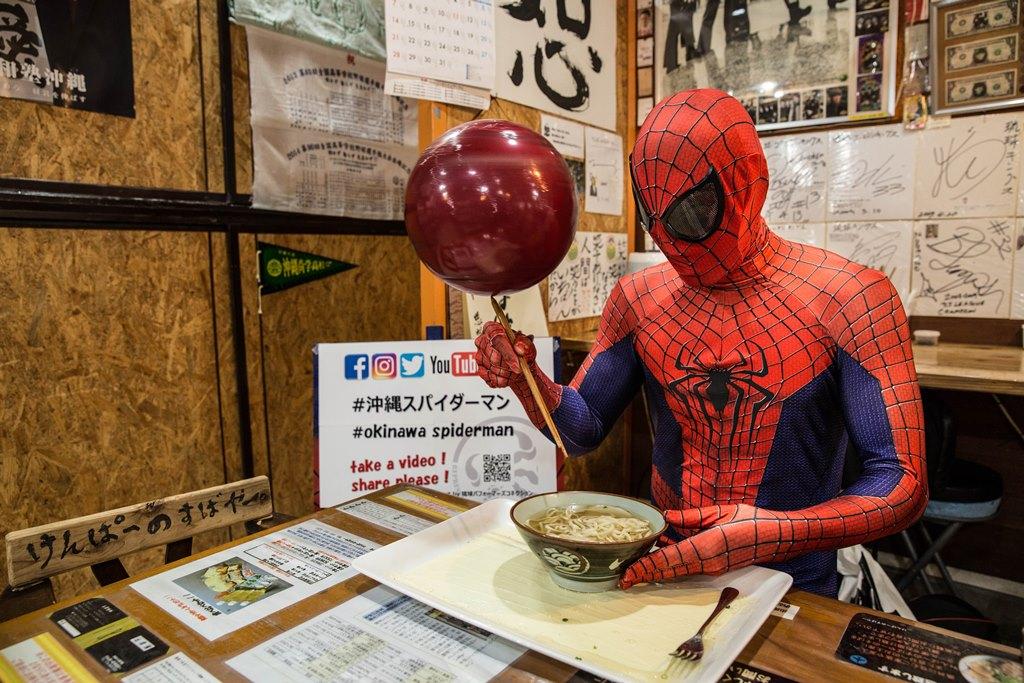 沖縄スパイダーマン01